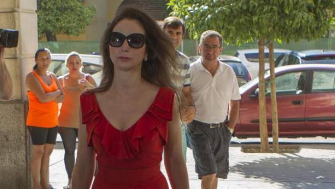 La jueza Mercedes Alaya, a su llegada a los Juzgados de Sevilla para tomar declaración al abogado Carlos Leal.