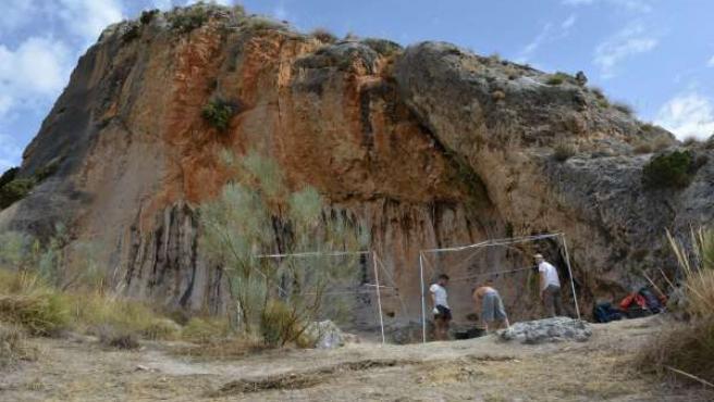 Excavaciones arqueológicas en la cueva de Bedmar