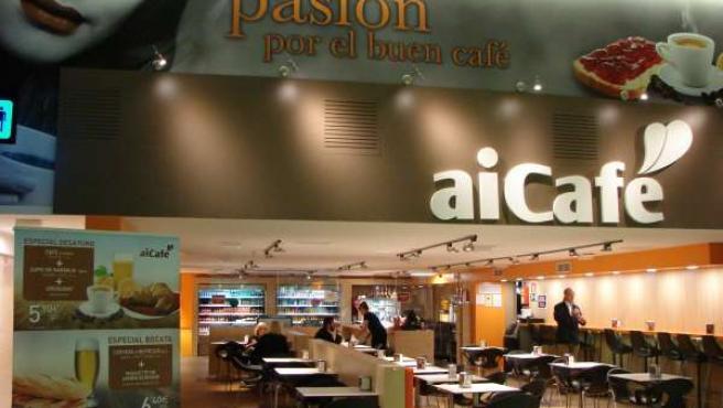 Cafetería del vestíbulo de llegadas del aeropuerto de Sevilla