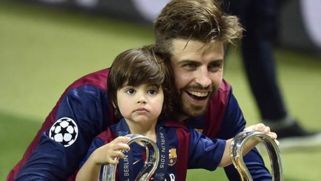 Gerard Piqué y su hijo Milan, tras la final de la última edición de la Champions.