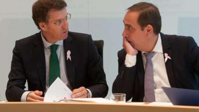 Feijóo y Valeriano Martínez en el Consello