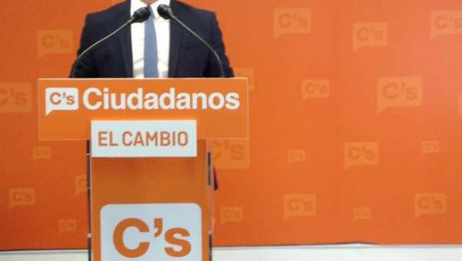 El diputado de C's Sergio Romero este lunes en rueda de prensa