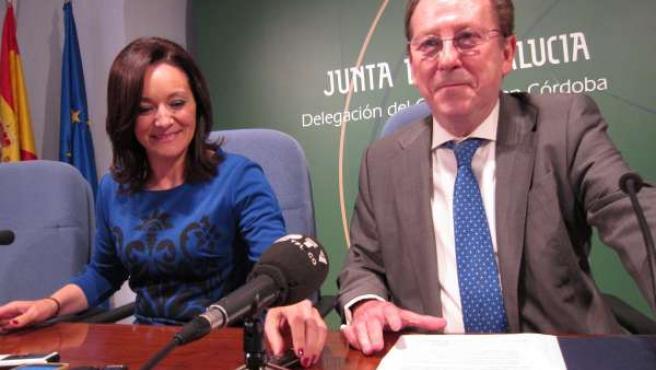 De Llera junto a la delegada del Gobierno andaluz en Córdoba, Rafi Crespín