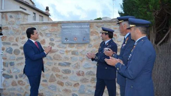 Descubrimiento de la placa dedicada a la Patrulla Águila