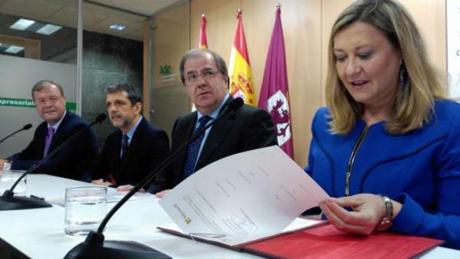 Silván, Orlando Ayala, Herrera y Pilar del Olmo, en León.