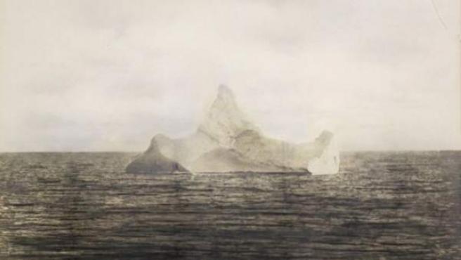 Imagen del iceberg que, según los expertos, fue el culpable del hundimiento del famoso trasatlántico 'Titanic' el 14 de abril de 1912.