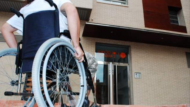 La modificación de la tarjeta permitirá a las personas con discapacidad aparcar su coche en un municipio distinto al que viva.