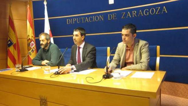 Latorre, Lorente y Baztán han presentado el mercado de proximidad de La Almunia