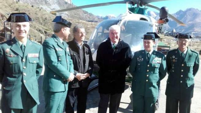 El delegado del Gobierno en Aragón, Gustavo Alcalde, con la Guardia Civil.