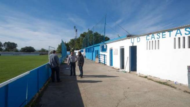 Pablo Hijar en el campo de fútbol de Casetas