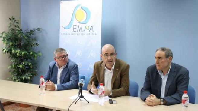 Carmona interviene, entre Utrera y Ruiz Almenara