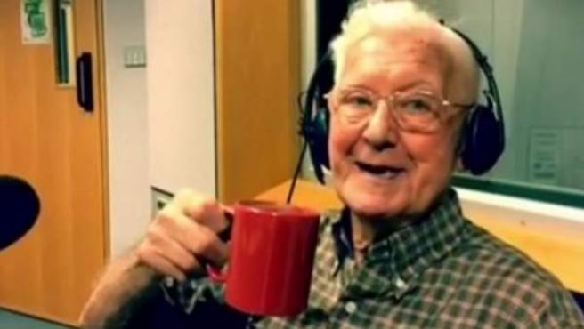 Bill, un anciano solitario que llamó a la radio y que fue invitado después.