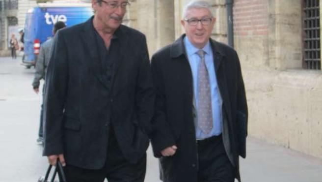 Vicente Sanz y su abogado a la entrada del TSJCV.
