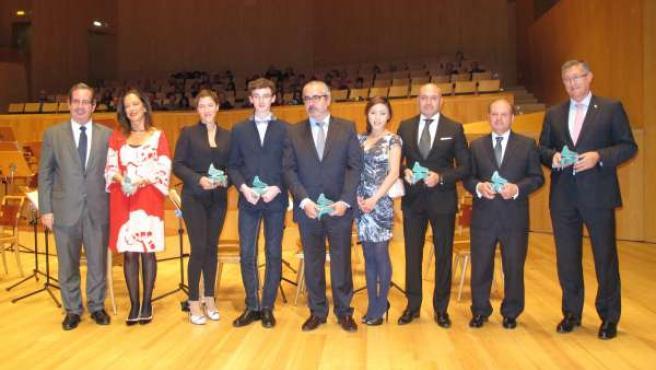 Todos los premiados con el presidente de la Fundación Excelentia.