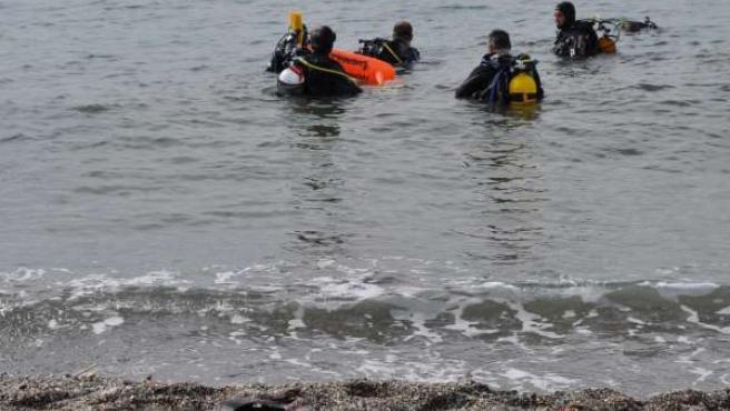Limpieza de residuos marinos en Torre del Mar
