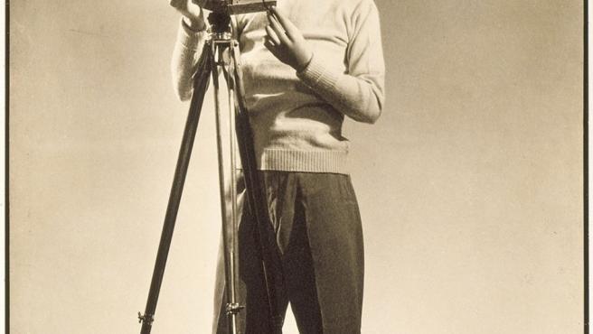 Autorretrato con cámara de Margaret Bourke-White, una de las primeras reporteras en ganarle terreno a los hombres