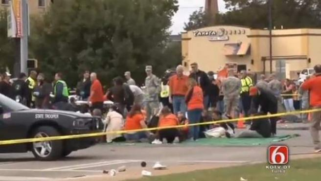Al menos tres personas fallecieron en Oklahoma al estrellarse un coche contra un desfile.