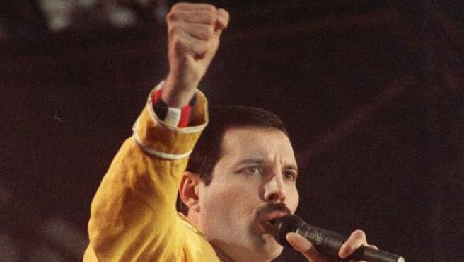 Freddie Mercury, en plena actuación en 1986.