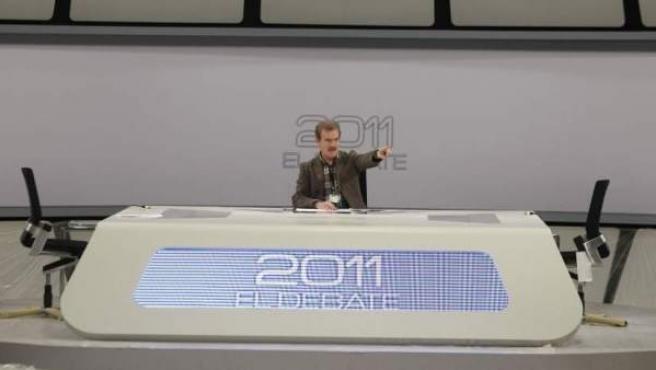 Imagen de archivo del periodista Manuel Campo Vidal, en el plató donde tuvo lugar el debate electoral entre Mariano Rajoy y Alfredo Pérez Rubalcaba en la campaña de las anteriores elecciones generales, en noviembre de 2011.