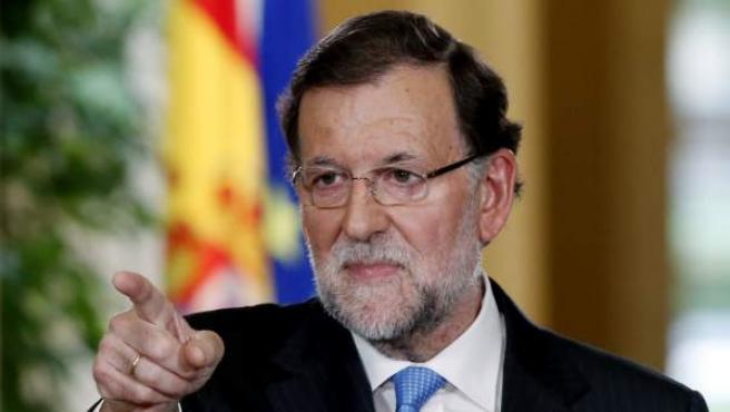 El presidente del Gobierno, Mariano Rajoy, durante la rueda de prensa posterior a la reunión extraordinaria del Consejo de Ministros, en la que se ha aprobado el Real Decreto de convocatoria de las elecciones generales del 20 de diciembre.