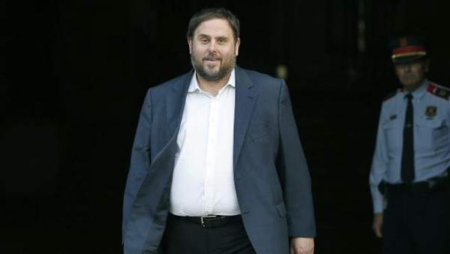 El líder de ERC, Oriol Junqueras, sale del Palau de la Generalitat.