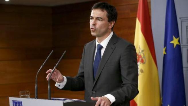El líder de UPyD, Andrés Herzog, durante la rueda de prensa tras la reunión mantenida con el presidente del Gobierno, Mariano Rajoy, para abordar la situación en Cataluña ante el desafío independentista.