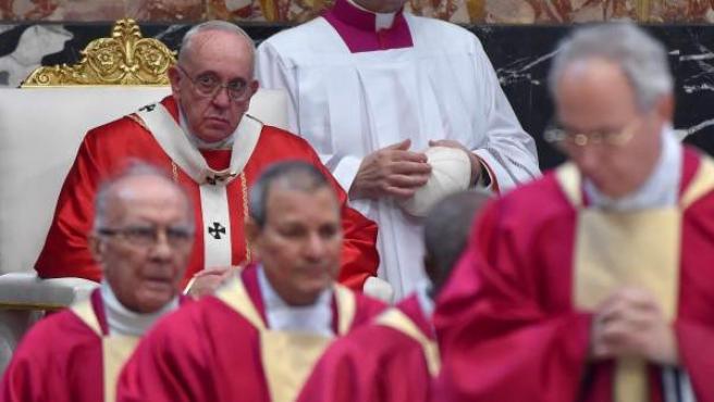 El Papa Francisco presidiendo una misa.
