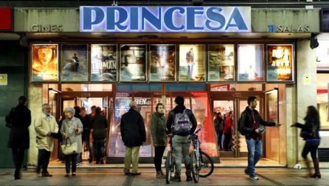 Imagen de los cines Princesa de Madrid.