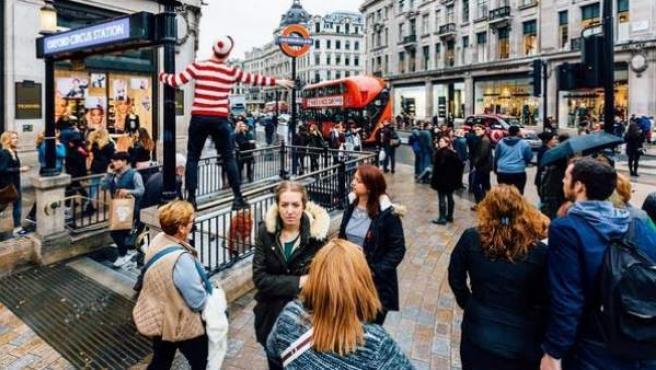 Wally en una imagen en el centro de Londres.