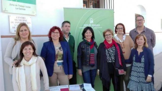 Mesa informativa sobre Mediación Familiar instalada en La Carlota