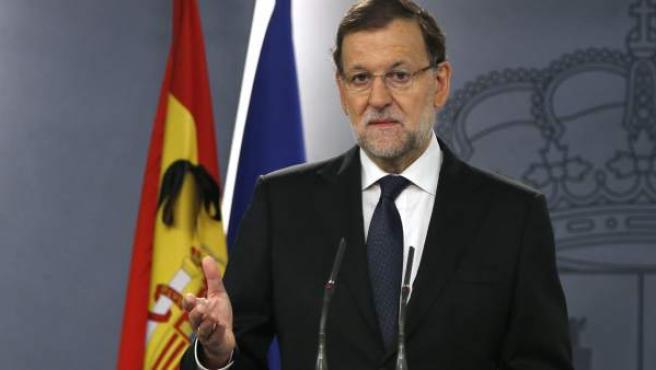 El presidente del Gobierno español, Mariano Rajoy, en una comparecencia en el Palacio de la Moncloa antes de presidir una reunión del Consejo de Seguridad Nacional, afirmó que los atentados perpetrados en París, en los que murieron al menos 120 personas, no son una guerra de religiones, sino una lucha entre civilización y barbarie.