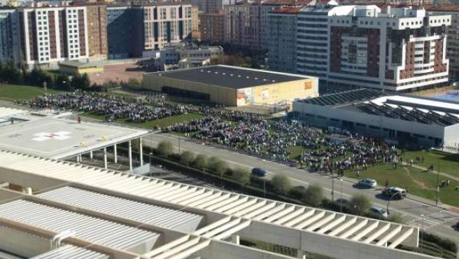 Imagen de la concentración ante el hospital de Burgos