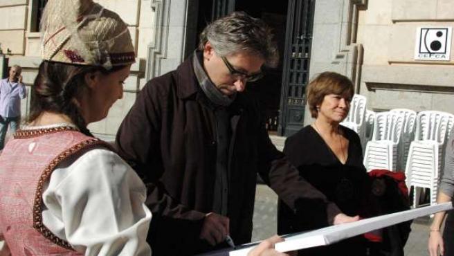 David Trueba y Nativel Preciado a su llegada a Teruel.