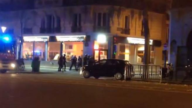 Vídeo de la operación policial en la crisis de rehenes de la sala de conciertos Bataclan.