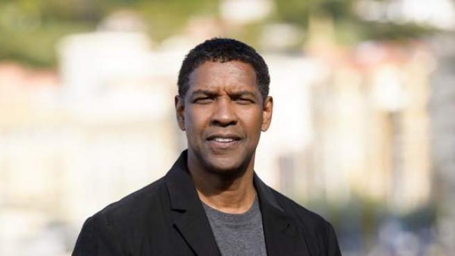 Denzel Washington cumplirá a finales de diciembre pasado 64 años... nadie lo diría. En la imagen, durante su visita al Festival de Cine de San Sebastián.