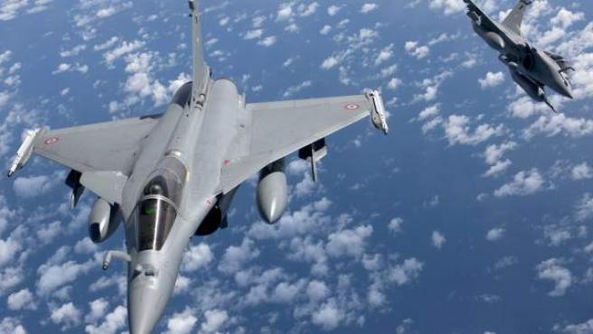 Aviones franceses atacan Siria en respuesta a los atentados de París.