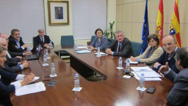 El consejero Olona preside la reunión del comité científico del lindano