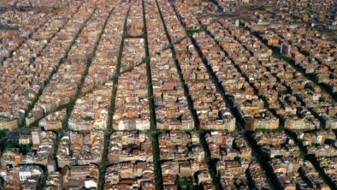 Vista aérea de la cuadrícula diseñada por Cerdá, en el Eixample de Barcelona.
