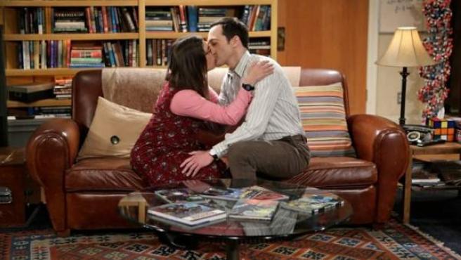 Los personajes de 'The Big Bang Theory' Sheldon Cooper (Jim Parsons) Amy Farrah Fowler (Mayim Bialik), en una escena de la serie.