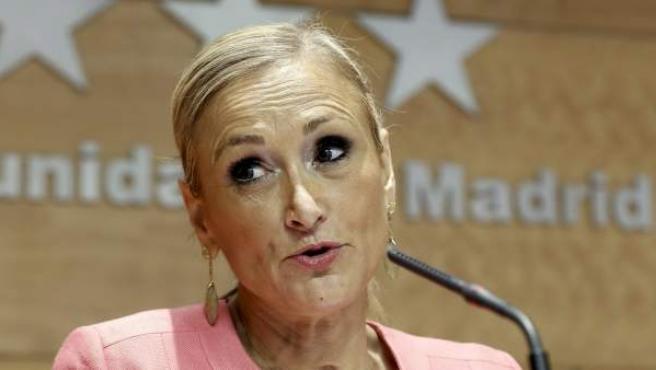 La presidenta de la Comunidad de Madrid, Cristina Cifuentes, durante una rueda de prensa.