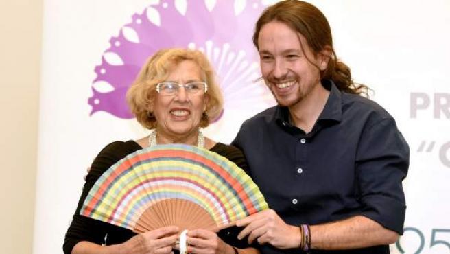 La alcaldesa de Madrid, Manuela Carmena, junto al secretario general de Podemos, Pablo Iglesias.