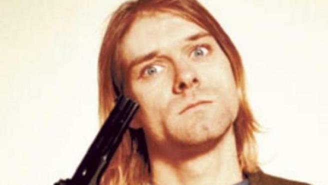 Una de las imágenes de Kurt Cobain tomadas en París con una pistola, apenas dos meses antes de su muerte.