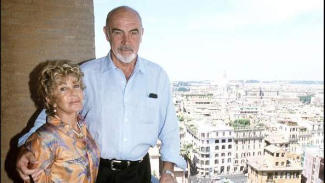 El actor Sean Connery y su mujer, Micheline Roquebrune, en una imagen tomada en 2006.