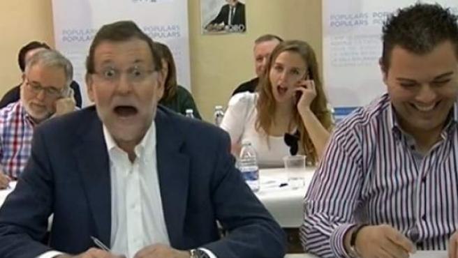 """Mariano Rajoy, después de que una votante del PP le llamara """"presidente de la República""""."""