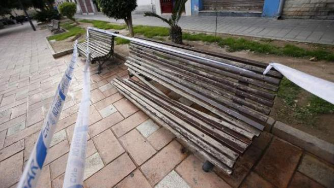 Banco en Alicante donde murió un hombre tras caerle encima una mujer que intentó suicidarse.