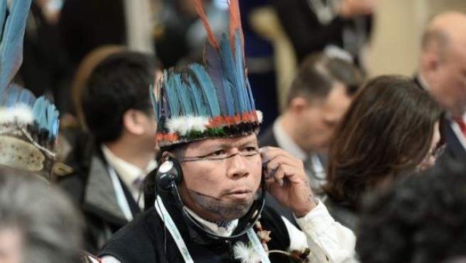 Delegado indígena presente en la cumbre climática en París.