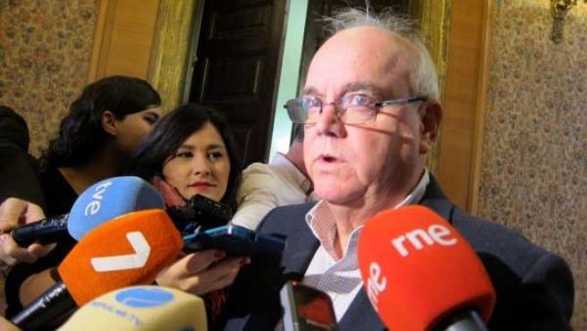 Martínez-Oliva atiende a los medios