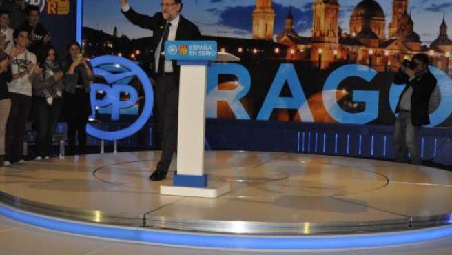 El presidente del Gobierno, Mariano Rajoy, en un mitin en Zaragoza