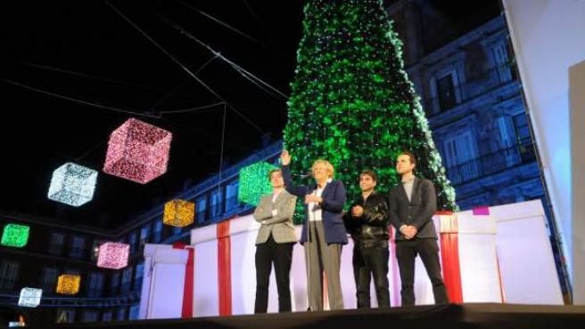 La alcaldesa de Madrid, Manuela Carmena, en el tradicional encendido del alumbrado navideño.