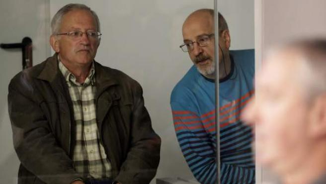 Juan María Múgica (i) y Luis Ignacio Iruretagoyena (d), dos de los cuatro etarras a los que juzga la Audiencia Nacional por intentar matar 3 veces en 2001 con un lanzamisiles al entonces presidente del Gobierno, José María Aznar.